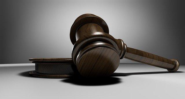 Condenado a 5 años por golpear con barra de hierro, dar dos disparos y quemar a una persona