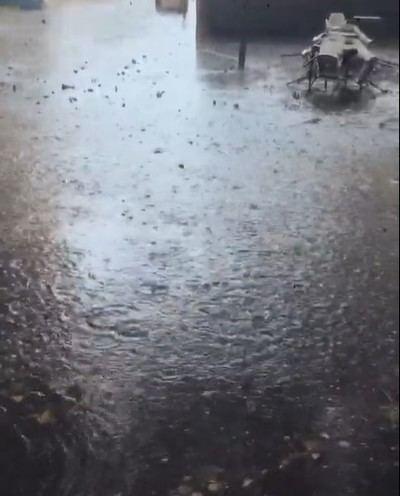 Se inunda la zona de la Corredera debido a las fuertes lluvias