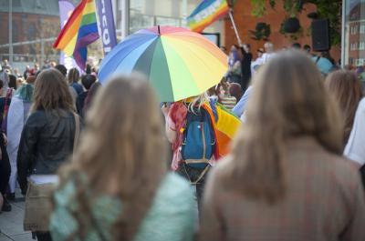CLM | El Gobierno regional convoca subvenciones para favorecer la no discriminación del colectivo LGTBI
