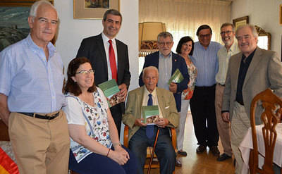 Álvaro Gutiérrez entrega el primer libro de la edición de la tesis doctoral