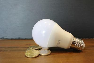 El precio de luz cae un 7,4% este domingo por tercer día