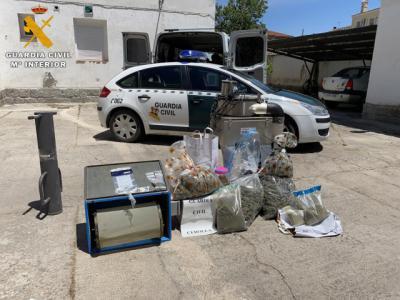LUCILLOS   Dos detenidos por tráfico de drogas y cultivo de marihuana