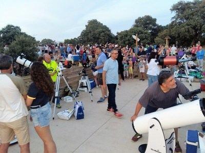 Más de 800 personas siguieron el eclipse total de Luna en el Punto de Observación Astronómica