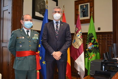 CLM   Álvaro Gutiérrez recibe en la diputación al nuevo jefe de la Guadia Civil