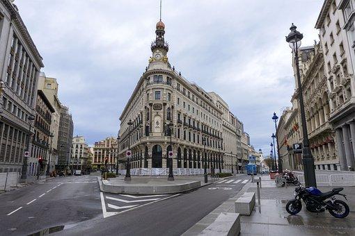 MADRID | Nuevas prohibiciones: solo convivientes en casa y adelanto del toque de queda