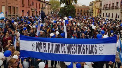 """Cerca de 2.500 talaveranos salen a la calle para pedir cambios """"por su futuro"""""""