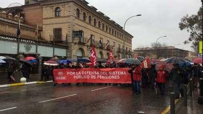 Cientos de personas marchan en Toledo por unas pensiones dignas