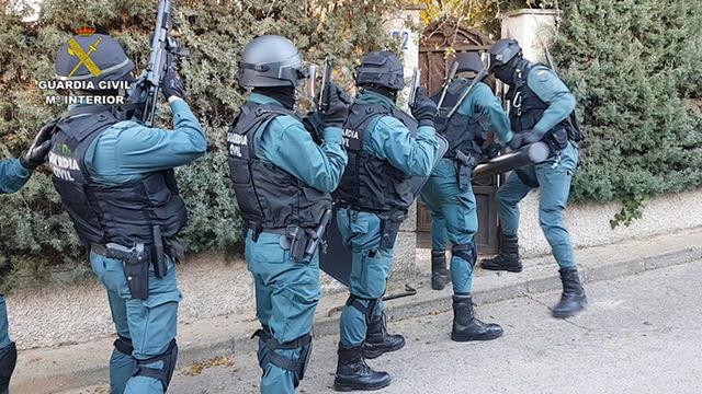 La Guardia Civil desmantela tres plantaciones de marihuana y detiene a siete personas