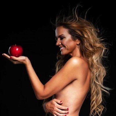 FOTOS | La 'talaverana' Marta López se desnuda para promocionar su 'app' para ligar