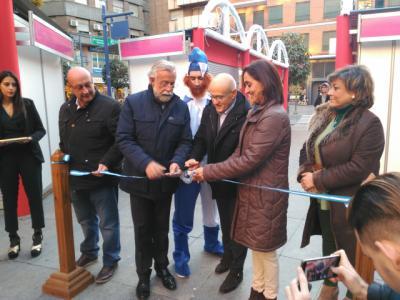 Jaime Ramos y Flora Bellón junto al presidente de la ACT