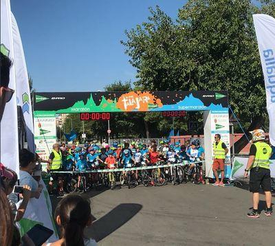 Alrededor de un centenar de niños participan en la 'Mini Talajara'