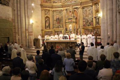 RELIGIÓN | El Vaticano permitirá celebrar 4 misas diarias en Navidad para evitar aglomeraciones