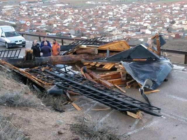 El viento daña diez molinos de Consuegra