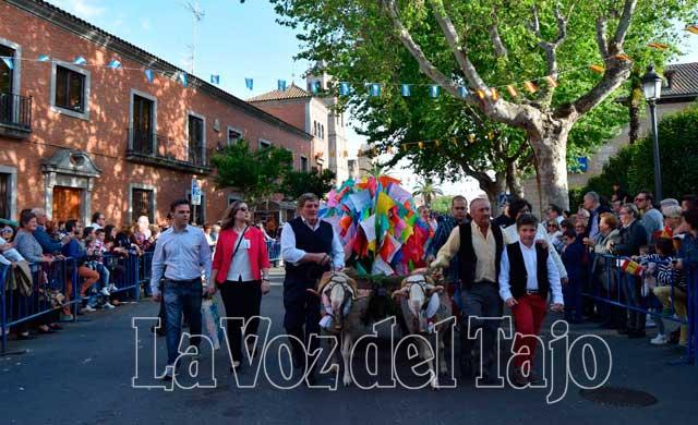Alrededor de 3.000 personas, 75 grupos folklóricos y nueve carrozas, maravillaron a los miles de asistentes de la fiesta tradicional