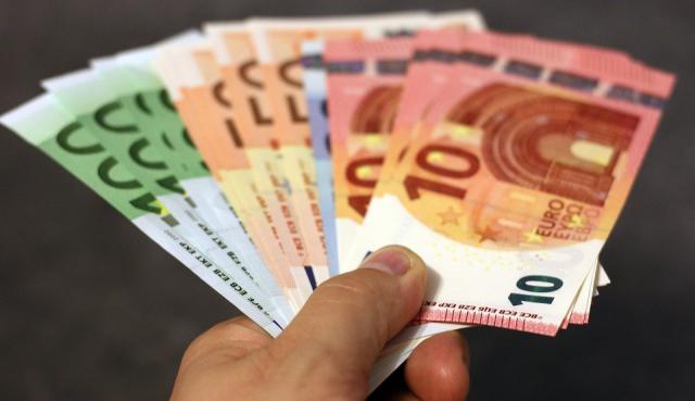 Enmienda del PSOE para que los empleados públicos cobren 1.274 euros como mínimo