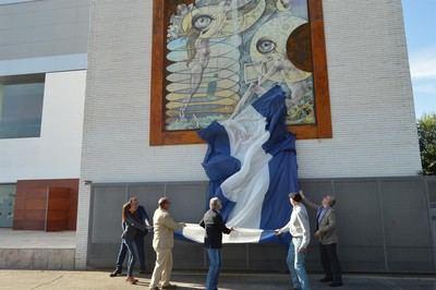 La fachada del recinto Talavera Ferial estrena mural de cerámica firmado por Antonio Cerro