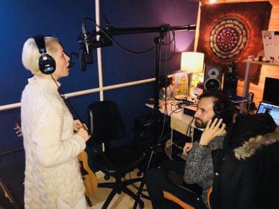 Soraya y Muriel en el estudio de grabación