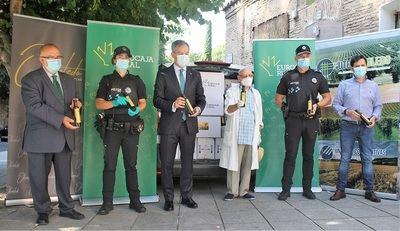 CLM | Eurocaja Rural dona una tonelada de alimentos no perecederos a Cipriano