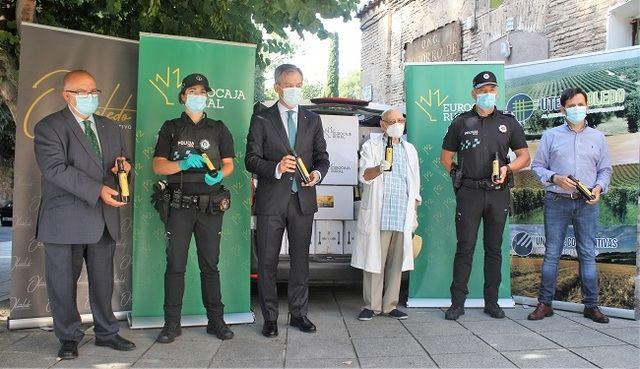 CLM | Eurocaja Rural dona una tonelada de alimentos no perecederos a Cipriano 'El Amigo de los Pobres'