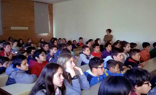 Escolares de Talavera participan en la UCLM en una jornada sobre el TEA