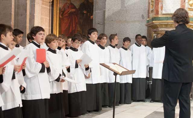 La Escolanía del Escorial actuará en la Basílica del Prado