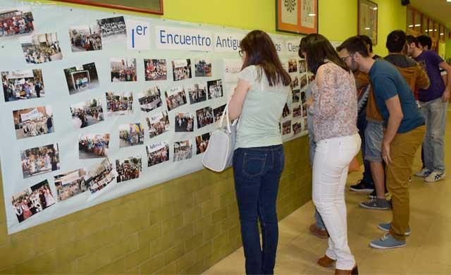 Más de cien antiguos alumnos se reencuentran en el 'Clemente Palencia'