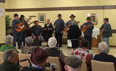 CÁRNICAS OTERO llena de música y baile la Residencia para Personas Mayores Virgen del Prado
