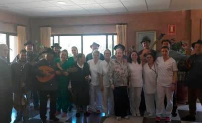 CÁRNICAS OTERO hace bailar a la Residencia Geriátrica 'El Encinar'