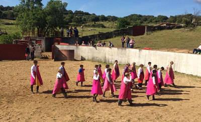 Alumnos de la Escuela Taurina de Pepino reciben una clase