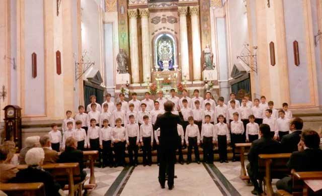 La Escolanía de El Escorial es más que un coro,