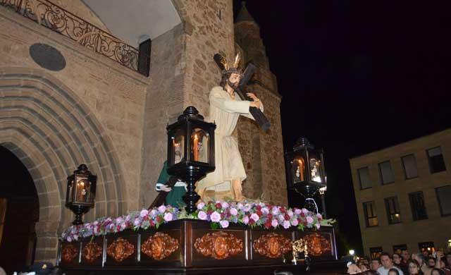 Emotiva procesión de las Cofradías de Regantes y Cristo de la Salud