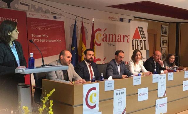 """Parte de las ventas de la novela """"El y Ela"""" se destinarán a ATAEM"""