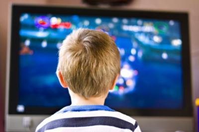 Los niños españoles ven la televisión cerca de 7 horas a la semana