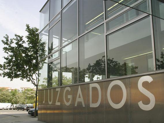 Piden casi 26 años de cárcel para los tres acusados de robar a punta de pistola en un locutorio en Ciudad Real