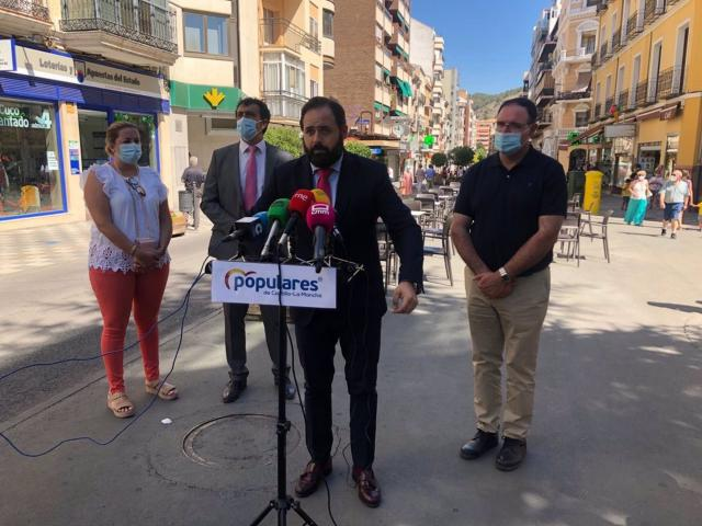 Núñez propone a Page un acuerdo para bajar el tramo autonómico de IRPF