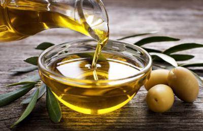 Degustación reivindicativa de aceite de oliva virgen extra de CLM en el mercadillo de Talavera