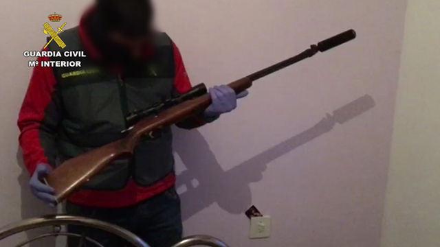 La Guardia Civil ha detenido a cuatro personas por tráfico de drogas y tenencia ilícita de armas