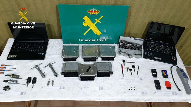 OPERACIÓN PIEROGI | La Guardia Civil desarticula un grupo criminal especializado en el tráfico ilícito de vehículos