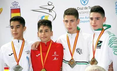 El talaverano Víctor Cuerva se cuelga el oro en el Campeonato de España de Karate