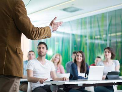 La Junta adjudica un total de 1.787 vacantes a maestros interinos, 372 más que en el inicio del curso anterior