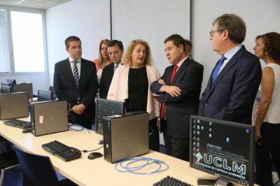 Page inaugura la nueva Facultad de Farmacia de Albacete y anuncia un PET TAC para el Hospital