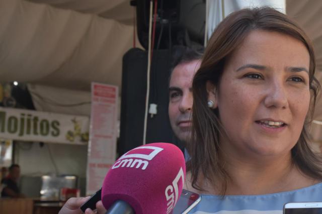 La consejera de Fomento, Agustina García Élez, durante su visita a las Ferias de San Mateo de Talavera de la Reina