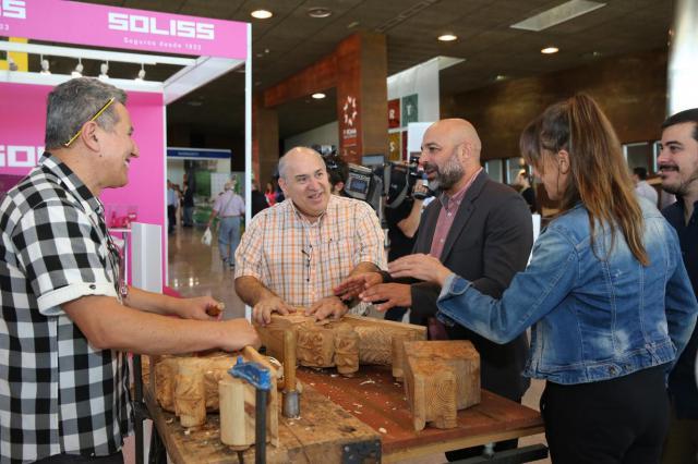 El Gobierno regional alaba el buen entendimiento entre la tradición artesana y la modernidad de la tecnología