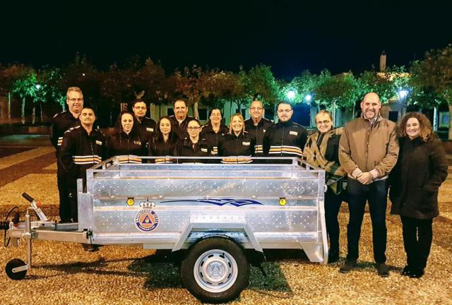 El delegado de la Junta en Talavera de la Reina, David Gómez Arroyo, ha entregado un remolque de carga a la agrupación de Protección Civil de Alcaudete de la Jara