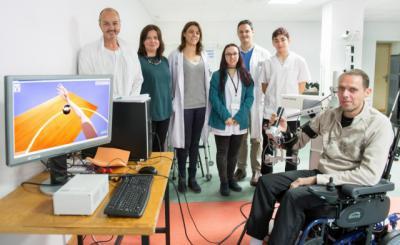 Parapléjicos recurre a la realidad virtual con un exoesqueleto para estudiar la movilidad de los brazos en pacientes