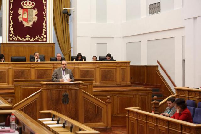 El vicepresidente primero, José Luis Martínez Guijarro, en el debate de la Proposición no de Ley ante el Pleno, relativa al sector de transporte ferroviario en la provincia de Toledo