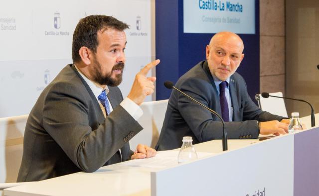 La Junta responde a Riolobos que los ensayos clínicos de ELA no están sujetos a derivaciones y le afea usar a los enfermos