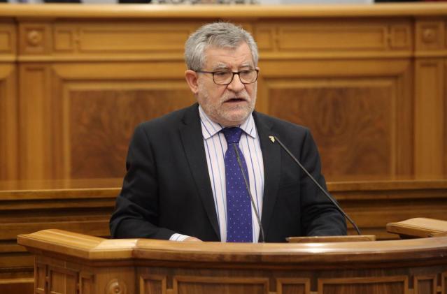 El  consejero de Educación, Cultura y Deportes, Ángel Felpeto, durante su intervención en Las cortes
