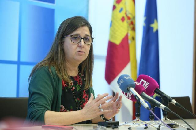 a directora gerente del Servicio de Salud de Castilla-La Mancha (SESCAM), Regina Leal