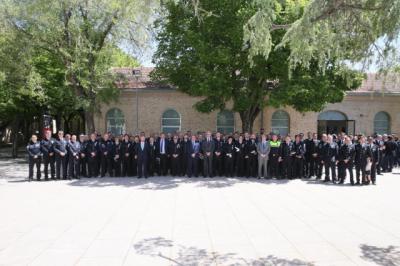 CLM condecora a los policías locales de la región